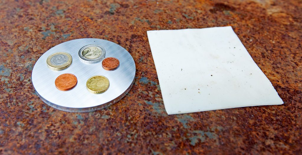 Münzen und Sprengfolie Semtex