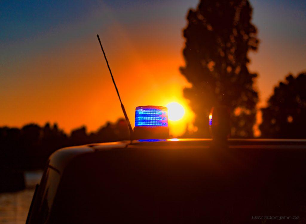 Blaulicht vor Sonnenuntergang