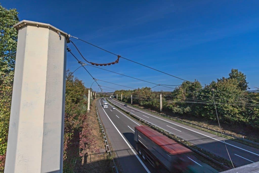 Drahtnetz über der Autobahn A8